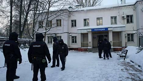 Oppositiojohtaja Aleksei Navalnyia pidetään tällä poliisiasemalla Himkissä, joka sijaitsee Moskovan ulkopuolella.