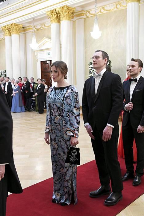 Andersson pukeutui näyttävään pitkähihaiseen printtimekkoon.