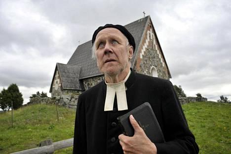 Nousiainen sokean papin roolissa elokuvassa Postia pappi Jaakobille.