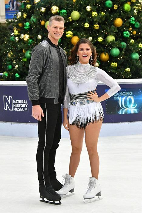 Saara Aalto kilpailee tällä hetkellä Dancing on Ice -kilpailussa yhdessä luistelija Hamish Gamanin kanssa.