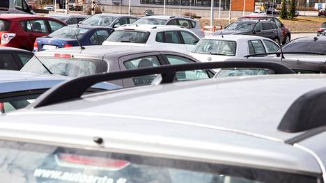 Henkilöautokannan keski-ikä Suomessa on 12,5 vuotta.