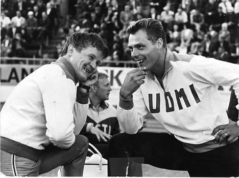 Jorma Kinnusella ja Pauli Nevalalla juttu luisti kisoissa ja niiden ulkopuolella. Tässä ollaan maaottelussa vuonna 1968.