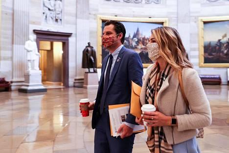 Matt Gaetz toi uuden kongressin ensimmäisenä istuntopäivänä 3. tammikuuta myös tuoreen kihlattunsa Ginger Luckeyn Capitolille.