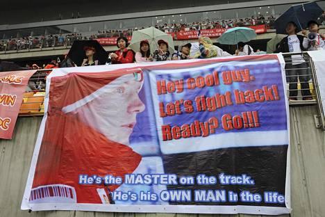Shanghain F1-radalla on vuosien varrella nähty runsaasti Kimi Räikköstä tukevia banderolleja.