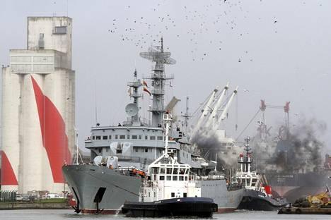 Smolna-alus lähti Ranskan Saint Nazairesta kohti Venäjää 400 kouluttautumassa ollutta sotilasta kyydissään.