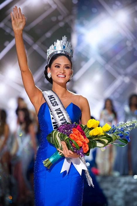 Filippiinien Pia Alonzo Wurtzbach toipui pian hämmästyksestä ja heilutti yleisölle uutena Miss Universumina.
