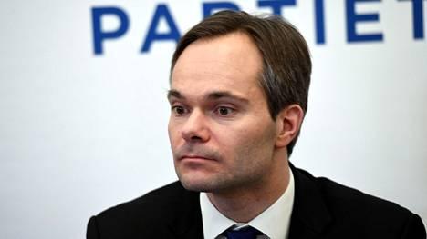 Maanantaina sisäministerinä aloittava Kai Mykkänen (kok) laittaisi pakolaispolitiikan remonttiin Euroopan tasolla.