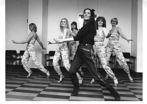 Tanssinopettaja Aira Samulin on ollut julkisuudessa vuosikymmenet. Kuva vuodelta 1981.
