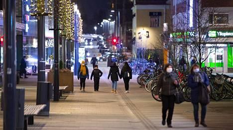 Pohjois-Pohjanmaalla on siirrytty koronaepidemiassa leviämisvaiheeseen. Uudet suositukset otetaan käyttöön heti.
