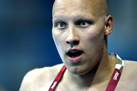 Matti Mattsson kuvattuna Tokion olympia-altaalla lauantaina.