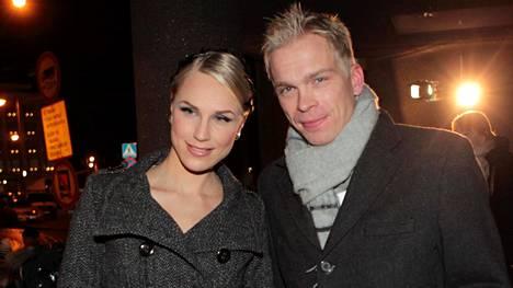 Minna Kauppi ja Pasi Ikonen olivat vuosia maan tyylikkäimpiä urheilijapareja. Tässä suunnistajatähdet matkalla itsenäisyyspäivän vastaanotolle Presidentinlinnaan 2011.
