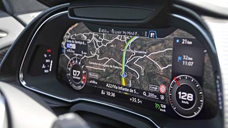 Audi R8 V10 Plus: virtuaalimittaristo taipuu moneksi. Nykyisin virtuaalimittaristot yleistyvät myös edullisemmissa autoissa.