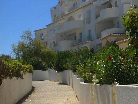 McCannin perhe asui Madeleinen kadotessa tässä hotellissa, joka sijaitsee Praia da Luzin kylässä Portugalin Algarvessa.