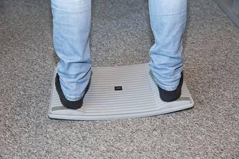Joustavan Gymba-laudan päällä seisoessa jalkapohjan pienetkin lihakset aktivoituvat.