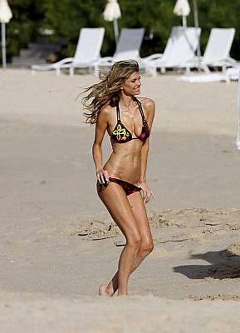 Victorias Secretin mallit osasivat pitää myös hauskaa rankoissa kuvauksissa.