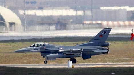 Turkin ilmavoimien F-16-hävittäjä.