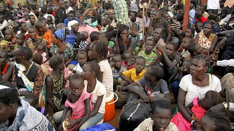 Siviilit hakevat YK:lta suojaa Etelä-Sudanissa. Taisteluissa on kuollut satoja ihmisiä.