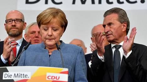 Angela Merkel puhui puolueen vaalivalvojaisissa Berliinissä.