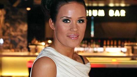 Martina Aitolehti julkaisee sinkun ja albumin.