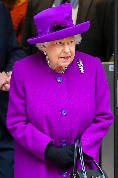 Brittimedian mukaan kuningatar Elisabet jyrähti ja kielsi herttuaparia käyttämästä Sussex Royal -nimeä julkisuudessa.