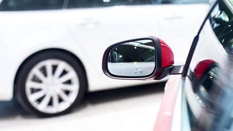 Nettiauton tilastodata kertoo omaa kieltään myös autokaupassa tällä hetkellä vallitsevasta epävarmuudesta. Autoja kuitenkin tarvitaan ja niiden kysyntä purkautuu nyt entistäkin enemmän käytettyihin.