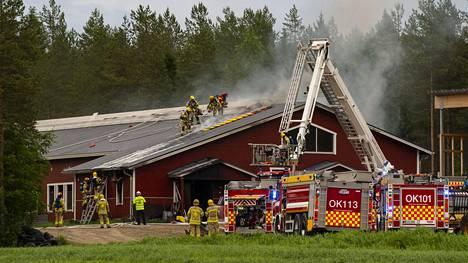 Navetassa syttymishetkellä olleet noin sata lehmää saatiin evakuoitua ulos rakennuksesta.