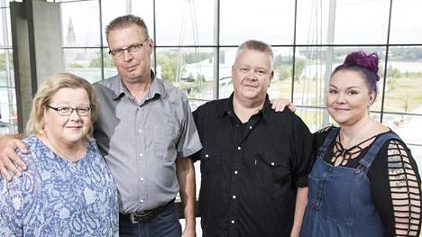 Aki ja Heli Palsanmäki sekä Markku ja Anne Saukko nauttivat toistensa seurasta vapaa-ajallakin. –Me pystymme luottamaan toisiimme täysin.