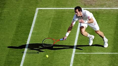 Andy Murray eteni Wimbledonin finaaliin.