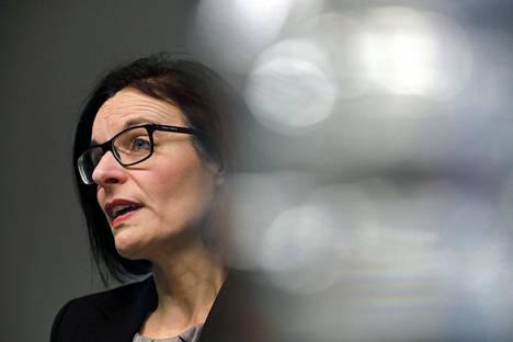 Anu Ahola oli harmissaan Jämsän Kaipolan paperitehtaan kohtalosta.
