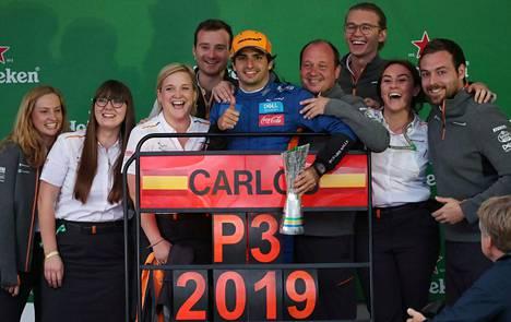 Sainz ajaa McLarenilla ensimmäistä kauttaan. Hän on aiemmin ajanut Toro Rossolla ja Renault'lla.