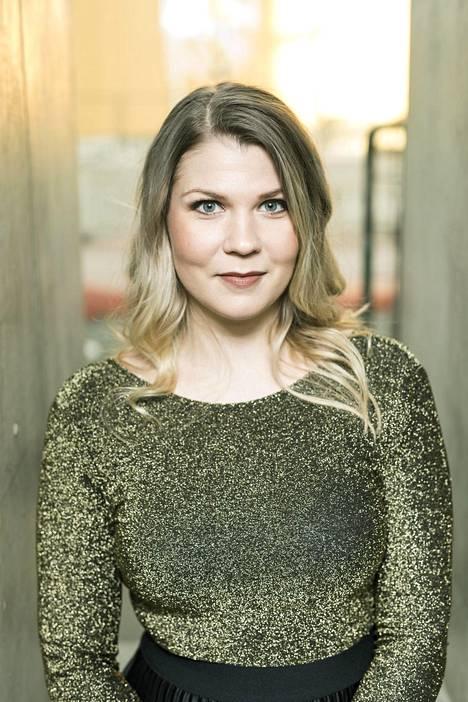 Katri Ylander on oppinut takavuosien karikoista. Nyt hän tekee uutta tulemistaan musiikin saralla.