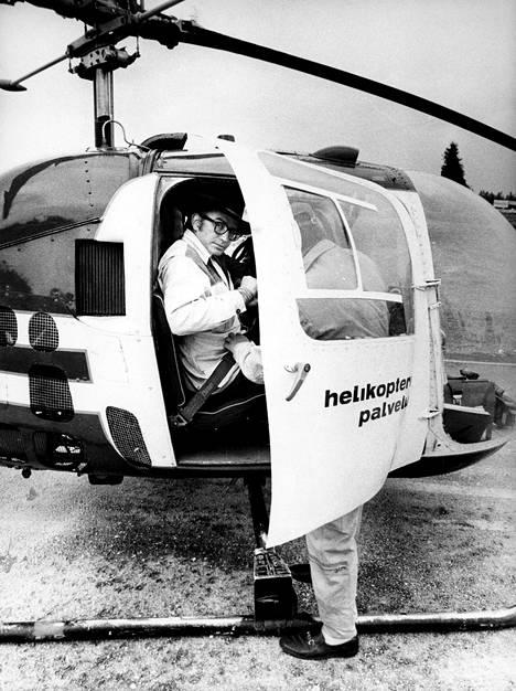 Drury kiersi Suomea helikopterilla.
