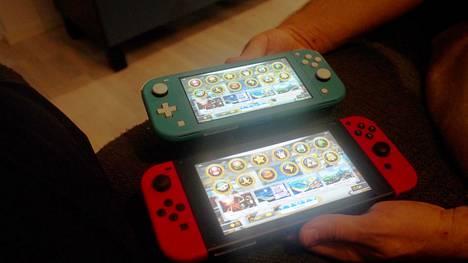 Nintendo Switch kiinnosti suomalaisia kovasti viime vuonna. Alla pelikonsolin perusmalli, yllä uusi Lite-versio.