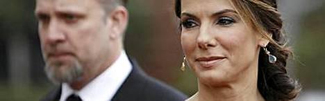 Sandra Bullock ja hänen miehensä laittoivat kattilat jakoon.