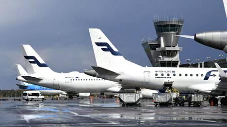 Wifi-yhteyden väärinkäytöstä epäillään runsasta sataa Finnairin työntekijää.