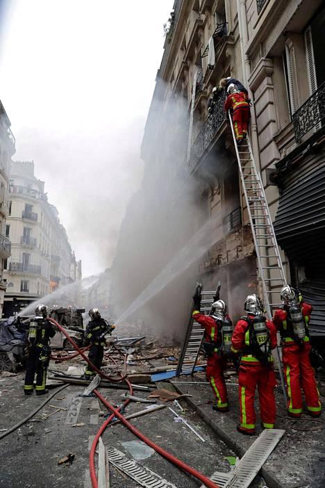 Räjähdys sai aikaan myös tulipalon.
