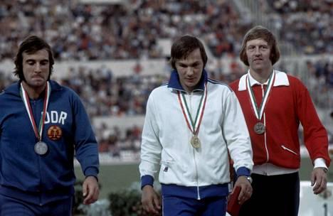 Hannu Siitonen (kesk.) voitti Euroopan mestaruuden Roomassa 8. syyskuuta 1974. Hopealle sijoittui Itä-Saksan Wolfgang Hanisch (vas.) ja pronssimitali meni Norjan Terje Thorslundille (oik.).