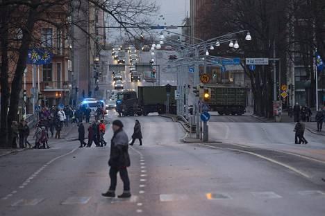 Liikenne katkaistiin useilla tärkeillä väylillä joulurauhan julistamisen ajaksi.