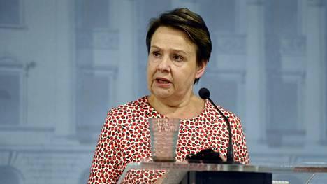STM:n kansliapäällikkö Kirsi Varhila tiedotustilaisuudessa 3. elokuuta.