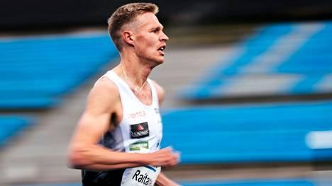 Topi Raitanen juoksemassa Lahdessa vuonna 2020.