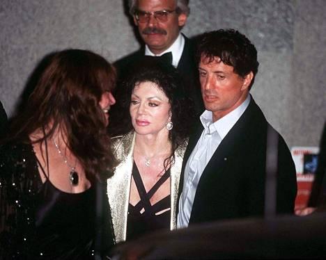 Jackie Stallone on kiittänyt lastensa erikoista lapsuutta siitä, että hänen poikansa Sylvester on menestynyt.