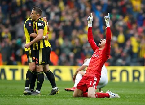 Heurelho Gomes lähetti kiitoksia yläkertaan Watfordin voitettua välierissä Wolverhamptonin.