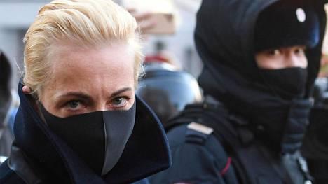 Julia Navalnaja kuvattuna helmikuun alussa Moskovassa, kun oikeus käsitteli hänen Aleksei-miehensä vangitsemista.