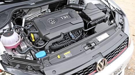 Autoliikkeet ostavat käytettyjä autoja myös erilaisilta välityspalveluilta. Näistä suurin on nimeltään AutoVex.