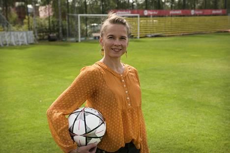 Johanna Halkoaho työskentelee opettajana.