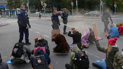 Poliisin toiminta Elokapinan mielenilmauksessa lokakuussa herätti voimakasta arvostelua.