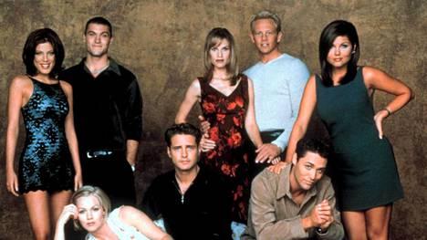 Hilary Swank (keskellä) oli mukana Beverly Hills 90210 -sarjan kahdeksannella kaudella.