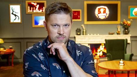 Suomipopilta lähtemisen jälkeen Perälä on joutunut tekemään töitä selventääkseen, että radiossa esiiintyvä henkilö oli hahmo, Peris.