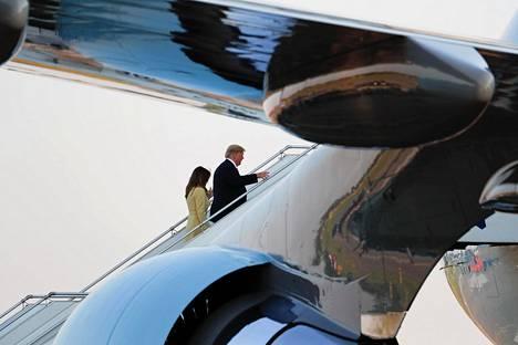 Donalt Trump ja hänen puolisonsa Melania poistuivat Suomesta maanantai-iltana. Air Force One nousi Helsinki-Vantaan kentältä noin puoli yhdeksän maissa.