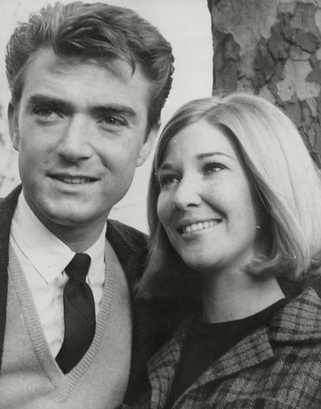 Charlotte Stewart kuvattuna 1965 silloisen aviomiehensä Tim Considinen kanssa.